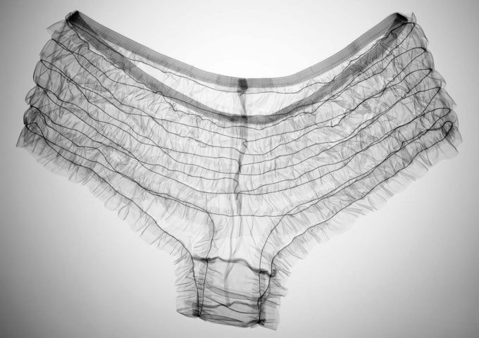 Nick Veasey - Kylie's knickers, Ed. III/V